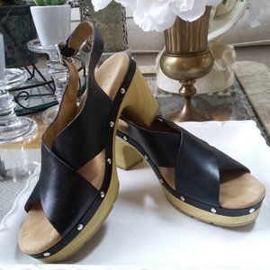 CLARKS Leather CROSS Band WOOD Heel SANDALS